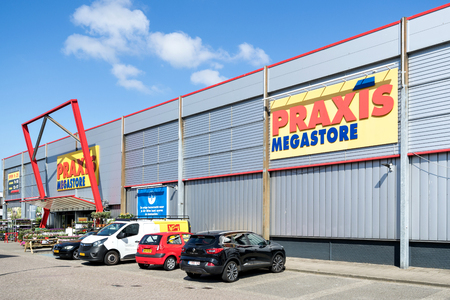 Praxis hardware store. Praxis is a leading DIY brand in the Netherlands and has a total of 146 stores and is part of the Maxeda DIY Group. Standard-Bild - 107048636