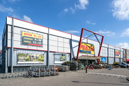 Praxis hardware store. Praxis is a leading DIY brand in the Netherlands and has a total of 146 stores and is part of the Maxeda DIY Group. Standard-Bild - 107048637