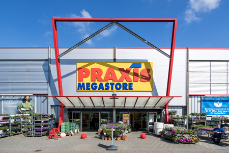 Praxis hardware store. Praxis is a leading DIY brand in the Netherlands and has a total of 146 stores and is part of the Maxeda DIY Group. Standard-Bild - 107048638