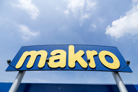 Makro sign at branch. Makro is an international brand of Warehouse clubs, also called cash and carries. Redactioneel