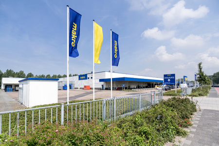 Makro cash & carry market. Makro is an international brand of Warehouse clubs, also called cash and carries. Editöryel