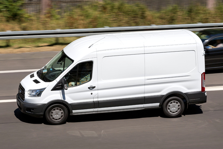 Ford Transit on motorway. The Ford Transit is a range of light commercial vehicles produced by Ford since 1965. 新聞圖片