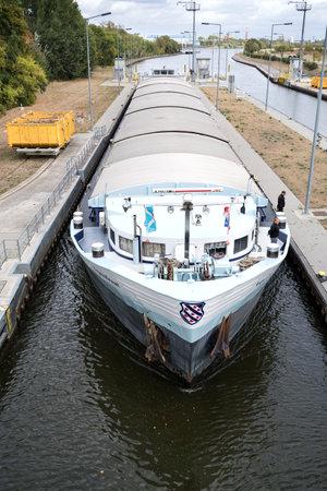 inland general cargo vessel AQUADRAAT entering the Main River lock of Eddersheim sluice west of Frankfurt, Germany Redactioneel
