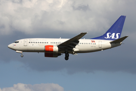 Scandinavian Airlines SAS Boeing 737-700 with registration LN-TUI on short final for runway 01 of Brussels Airport.