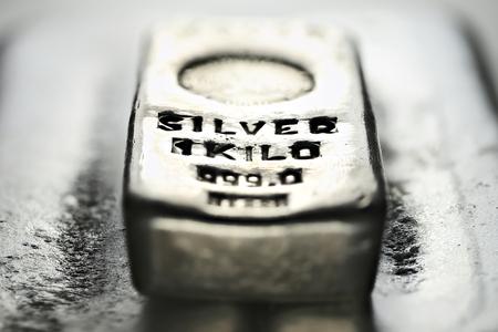1 kilo 999 fine silver bar Archivio Fotografico - 120545320