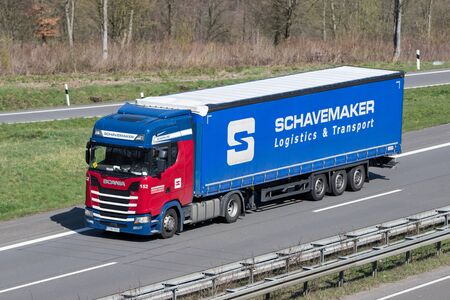 Schavemaker truck on German motorway. Foto de archivo - 129745190