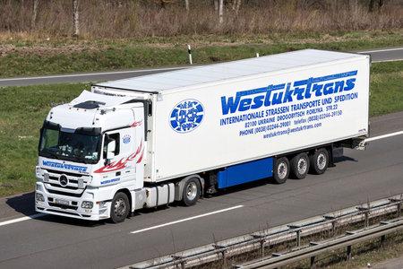 Westukrtrans truck on German motorway. Foto de archivo - 129745198