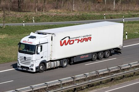 WO-KAR truck on German motorway. Foto de archivo - 129745199