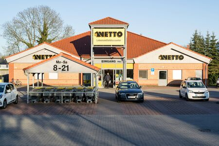 Netto Lebensmitteldiscounter branch. Netto is a Danish discount supermarket operating in Denmark, Germany, Poland and Sweden. Фото со стока - 129745246