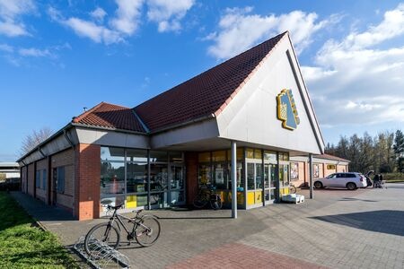 Netto Lebensmitteldiscounter branch. Netto is a Danish discount supermarket operating in Denmark, Germany, Poland and Sweden. Фото со стока - 129745248