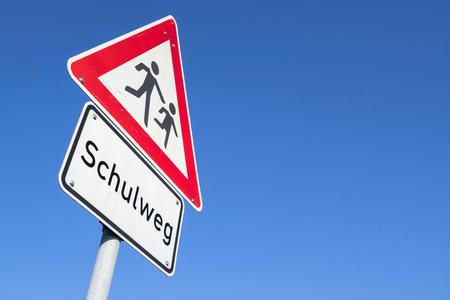 Panneau routier allemand : passage des enfants/ chemin de l'école