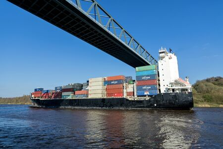 container ship BALTIC PETREL in the Kiel Canal Stock fotó - 129745285