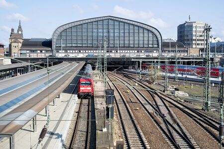 Hamburg Hauptbahnhof (main station). With an average of 550,000 passengers a day, it is Germanys busiest railway station and the second-busiest in Europe. Редакционное
