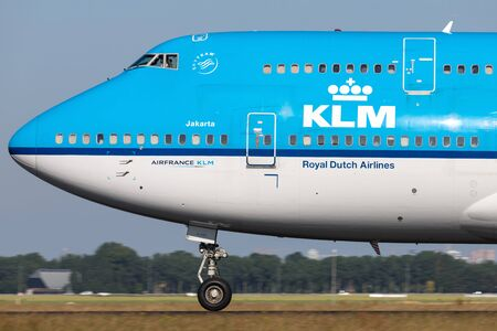 Nederlandse KLM Boeing 747-400 met registratie PH-BFI op startrol op baan 36L (Polderbaan) van Amsterdam Airport Schiphol.