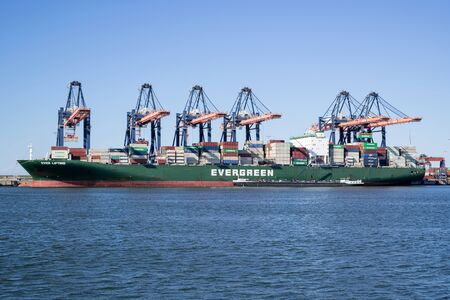 EVER LIFTING moored at the Euromax Terminal, Rotterdam. Evergreen headquartered in Taiwan is a global containerized-freight shipping company. Redakční