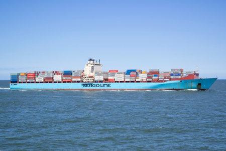 container ship SEAGO FELIXTOWE inbound Rotterdam
