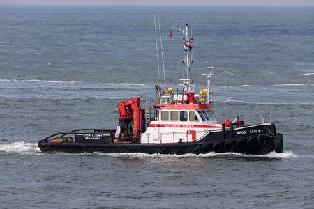 seagoing tugworkboat AFON LLIGWY inbound Rotterdam Редакционное