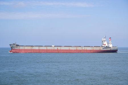 Bulk carrier CAPE FUSHEN outbound Rotterdam. Editöryel