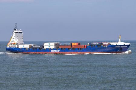 container ship SAMSKIP INNOVATOR inbound Rotterdam Редакционное