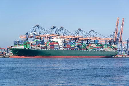 THALLASA DOXA moored at the Euromax Terminal, Rotterdam. THALLASA DOXA is a Thalassa-Hellas class ULCS container ship with a capacity of 13.800 TEU. Editoriali