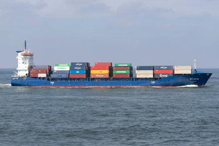 container ship WES CARINA inbound Rotterdam Редакционное