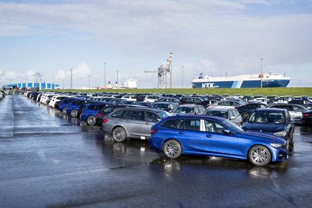 new BMW cars for export at seaport terminal. Sajtókép