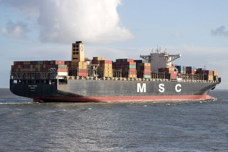 Container Ship MSC TOPAZ on the river Elbe. MSC is the worlds second-largest shipping line in terms of container vessel capacity. 新聞圖片