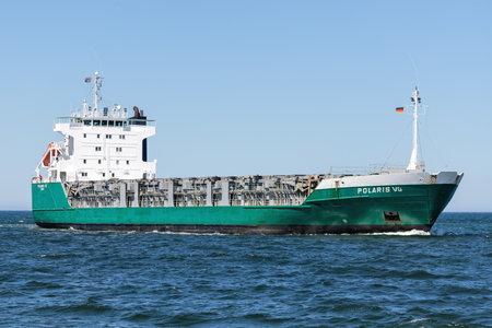 ro-ro cargo vessel POLARIS VG inbound Rostock Éditoriale