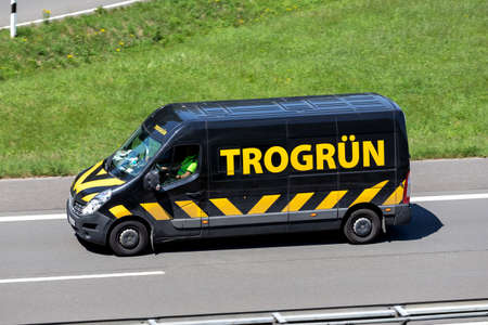 Trogrün Renault Master on motorway.