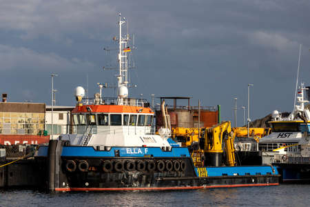 ultra shallow draft multipurpose supply vessel ELLA F in the port of Cuxhaven, Germany 新闻类图片