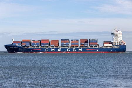 Container ship CMA CGM PREGOLIA on the river Elbe 新闻类图片
