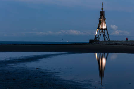 The 'Kugelbake', a historic aid to navigation in the city of Cuxhaven, Germany, at the northernmost point of Lower Saxony, where the River Elbe flows into the North Sea at nightfall. Archivio Fotografico