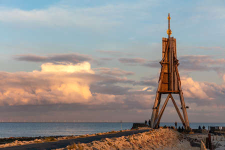 The 'Kugelbake', a historic aid to navigation in the city of Cuxhaven, Germany, at the northernmost point of Lower Saxony, where the River Elbe flows into the North Sea at sunset. Archivio Fotografico