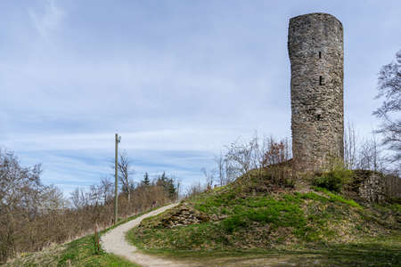 Castle ruin Waldenburg at the Biggesee reservoir near Attendorn, Germany. It is is the oldest non-sacral monument in the district of Olpe. Archivio Fotografico