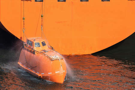 totally-enclosed lifeboat with activated fire protection system