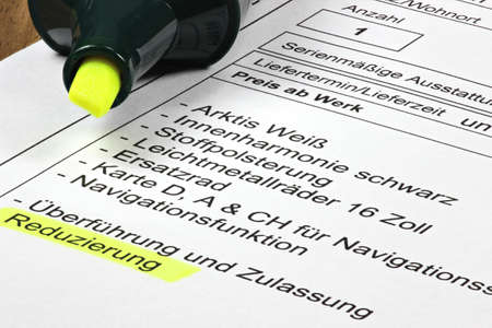 line items on a German sales contract for a new car with a marked discount