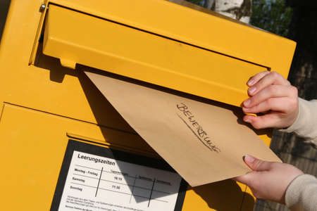 posting a letter with application documents Standard-Bild