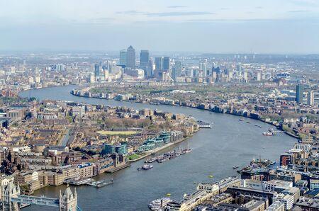 Panorama van Londen, over de rivier de Theems naar Canary Wharf en Oost-Londen