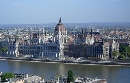 Bâtiments du Parlement hongrois sur le Danube, Budapest, Hongrie