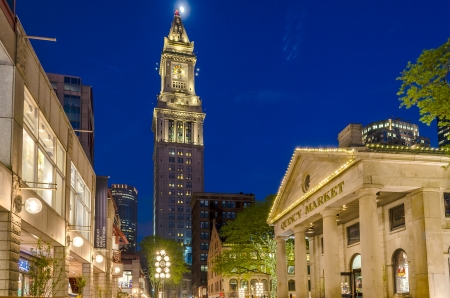Custom House Tower en Quincy Market 's nachts, Boston, USA
