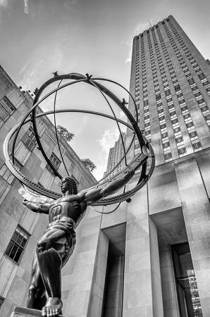 De historische Atlas Standbeeld in het Rockefeller Center, New York