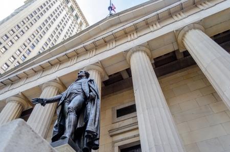 Gevel van de Federal Hall met Washington Standbeeld op de voorkant, Manhattan, New York City