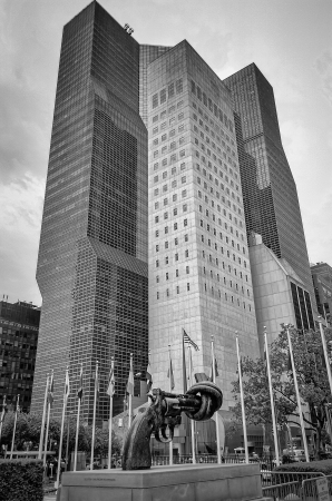 non violence: Non Violence Sculpture at the United Nations Headquarters in New York Stock Photo