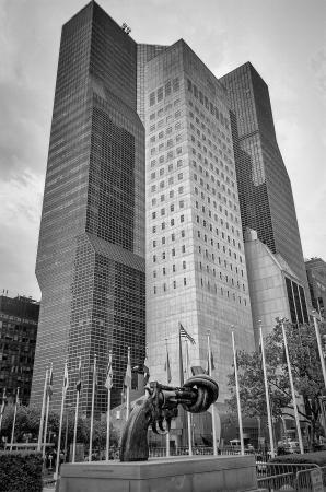 nazioni unite: Scultura Nonviolenza nella sede delle Nazioni Unite a New York