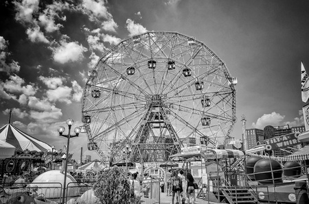 coney: The famous Wonder Wheel in Coney Island Editorial