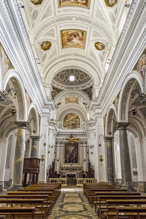 Intérieurs de l'église San Martino à Erice, en Sicile, été 2014