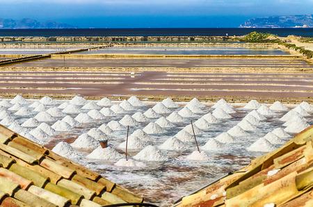 De Salt Flats van Trapani, Sicilië, Italië Stockfoto - 33401212