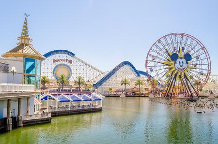 Paradise Pier au parc Disney California Adventure, Anaheim, en Californie Éditoriale