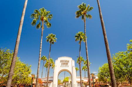 普遍的なスタジオのメインの入り口、ハリウッド、カリフォルニア州 報道画像