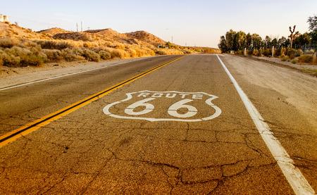 Historic Route 66 avec Pavement Connexion en Californie, États-Unis Banque d'images